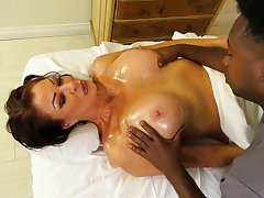 Dismal masseur fucks killing hot cougar Vanessa Videl and cums in her mouth